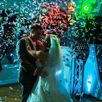Confetti during the first dance